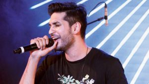 6 Sensational YouTube singers who are singing for Bollywood